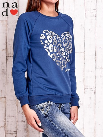 Ciemnoniebieska bluza z nadrukiem serca i napisem JE T'AIME                                   zdj.                                  3