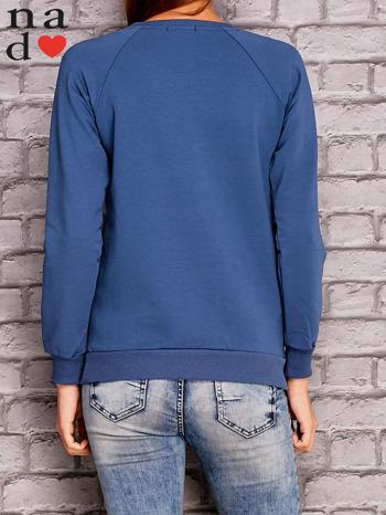 Ciemnoniebieska bluza z napisem NIC NIE MUSZĘ                                   zdj.                                  4