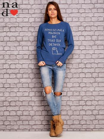 Ciemnoniebieska bluza z napisem PONIEDZIAŁEK POWINIEN BYĆ TYLKO DLA CHĘTNYCH                                  zdj.                                  2