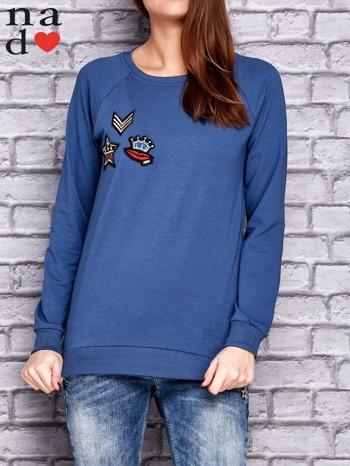Ciemnoniebieska bluza z naszywkami                                  zdj.                                  1