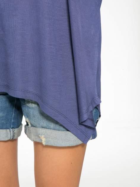 Ciemnoniebieska bluzka z asymetrycznym cięciem na dole                                  zdj.                                  8