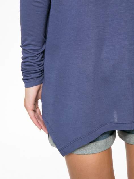 Ciemnoniebieska bluzka z asymetrycznym cięciem na dole                                  zdj.                                  9