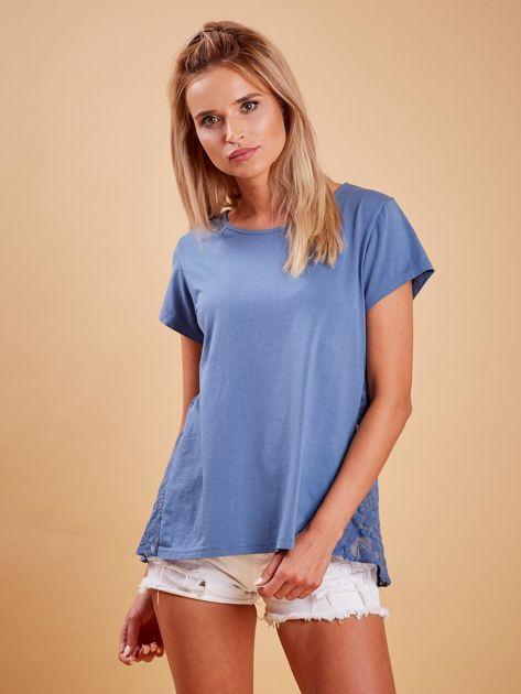 Ciemnoniebieska bluzka z koronkową wstawką na plecach                              zdj.                              1