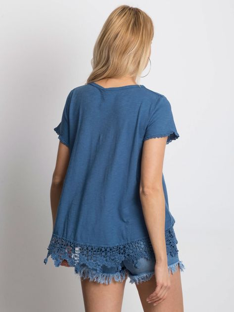 Ciemnoniebieska bluzka z koronkowym wykończeniem                              zdj.                              2