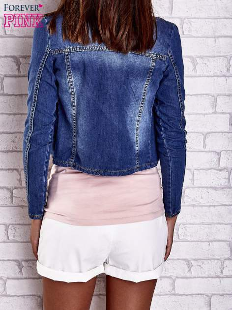 Ciemnoniebieska krótka kurtka jeansowa z przetarciami                                  zdj.                                  5