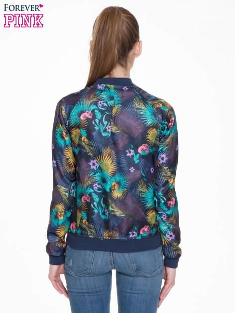Ciemnoniebieska kurtka bomber jacket w tropical print                                  zdj.                                  4