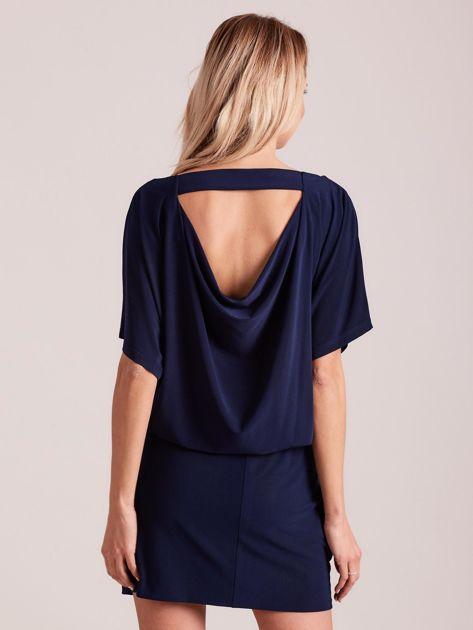 Ciemnoniebieska sukienka z dekoltem na plecach                              zdj.                              2