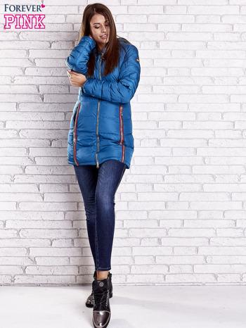 Ciemnoniebieski pikowany płaszcz ze złotymi suwakami                                  zdj.                                  7