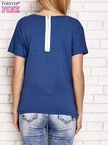 Ciemnoniebieski t-shirt z napisem J'ADORE LE NOIR                                  zdj.                                  2