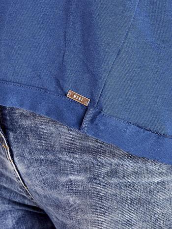 Ciemnoniebieski t-shirt z naszywką motyla i pomponikami                                  zdj.                                  7