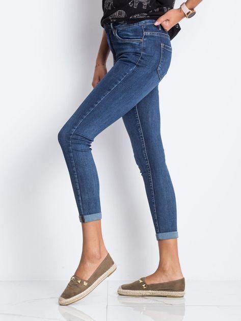 Ciemnoniebieskie jeansy Deluxe                              zdj.                              3