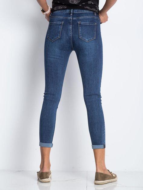 Ciemnoniebieskie jeansy Deluxe                              zdj.                              2