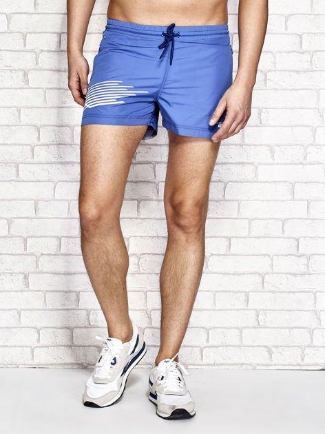 Ciemnoniebieskie męskie szorty kąpielowe z nadrukiem                              zdj.                              1