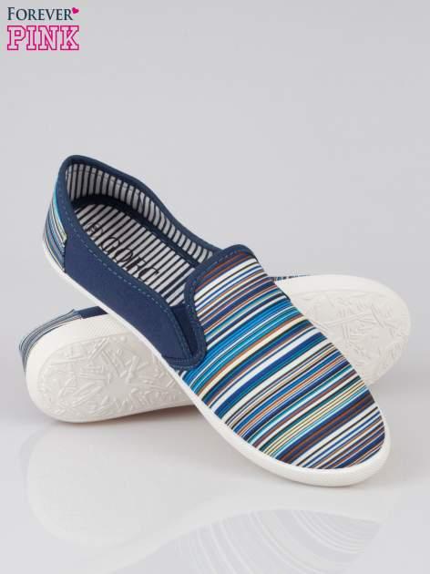 Ciemnoniebieskie pasiaste buty slip on                                  zdj.                                  4