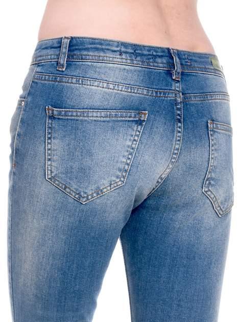Ciemnoniebieskie spodnie girlfriend jeans z cieniowaniem                                  zdj.                                  7