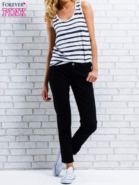 Ciemnoniebieskie spodnie regular jeans z plecionym paskiem                                  zdj.                                  5