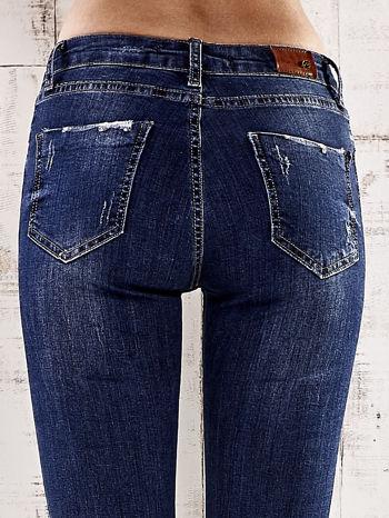 Ciemnoniebieskie spodnie skinny jeans z efektem marble denim                                  zdj.                                  6