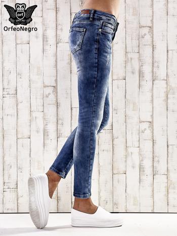 Ciemnoniebieskie spodnie skinny jeans z przetarciami                                  zdj.                                  2