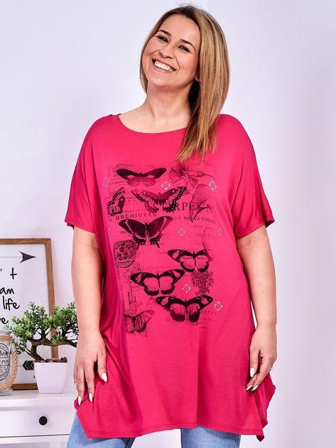 Ciemnoróżowy t-shirt damski w motyle PLUS SIZE                              zdj.                              1