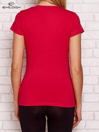 Ciemnoróżowy t-shirt z kontrastowymi wstawkami
