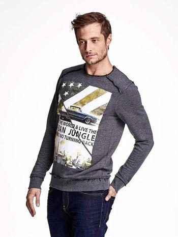 Ciemnoszara bluza męska z nadrukiem i surowym wykończeniem                                  zdj.                                  3