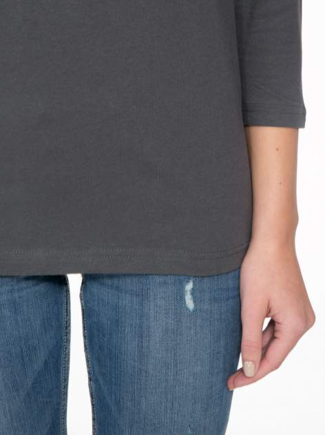 Ciemnoszara bluzka z marszczonym dekoltem i rękawkami 3/4                                  zdj.                                  7