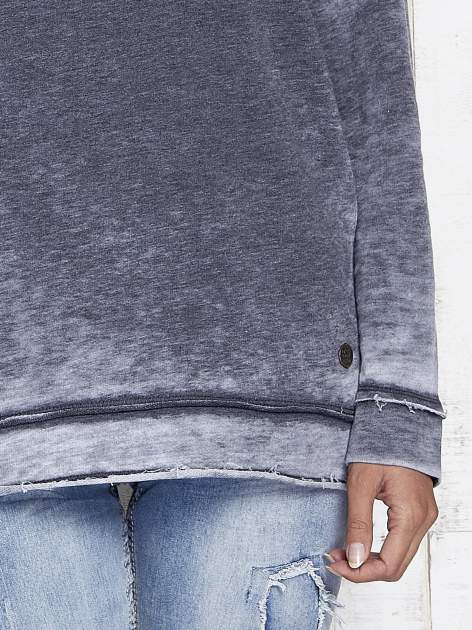 Ciemnoszara dekatyzowana bluza z surowym wykończeniem                                  zdj.                                  8