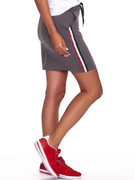 Ciemnoszara dresowa spódnica mini z kieszeniami i paskami                              zdj.                              3