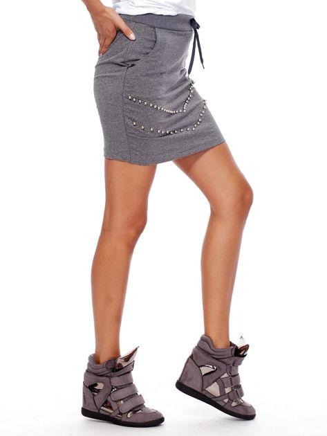 Ciemnoszara dresowa spódnica z kieszeniami i perełkami                              zdj.                              5