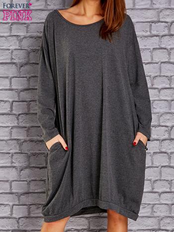 Ciemnoszara dresowa sukienka oversize z kieszeniami                                  zdj.                                  1