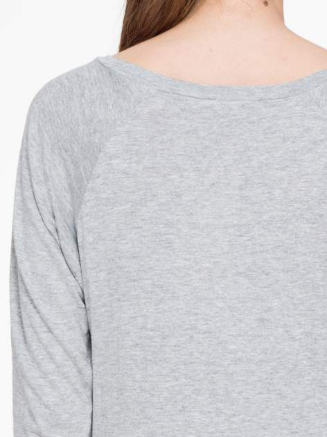 Ciemnoszara melanżowa bawełniana bluzka z rękawami typu reglan                                  zdj.                                  7