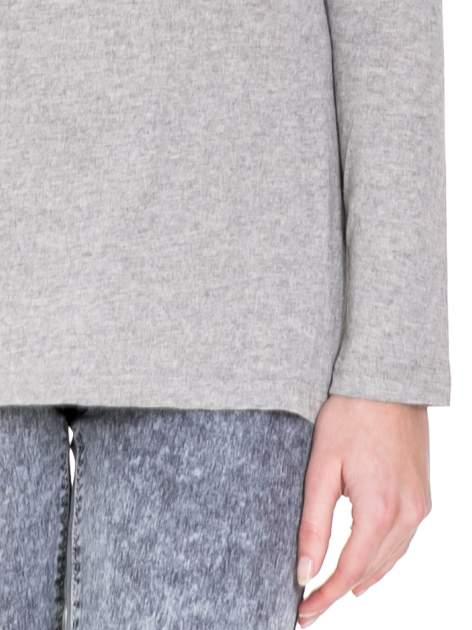 Ciemnoszara melanżowa bluzka z dłuższym tyłem                                  zdj.                                  6