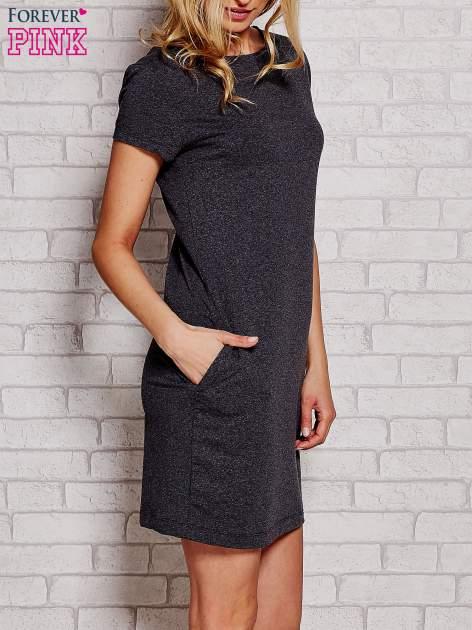 Ciemnoszara sukienka dresowa z kieszeniami                                  zdj.                                  3