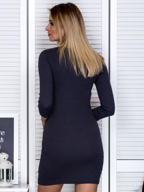 Ciemnoszara sukienka z ozdobnymi kółeczkami przy dekolcie                              zdj.                              2