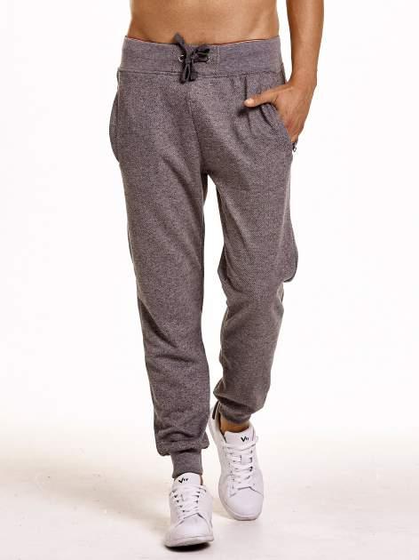Ciemnoszare melanżowe spodnie męskie z trokami i kieszeniami