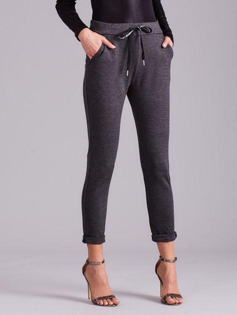 Ciemnoszare spodnie damskie z troczkami                              zdj.                              6
