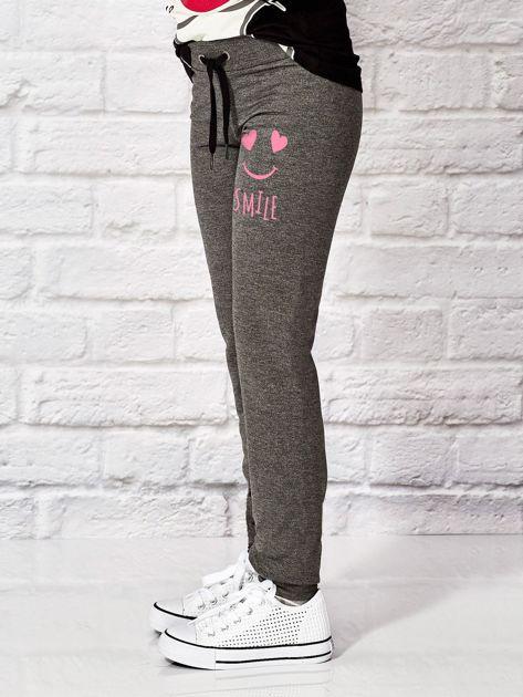 Ciemnoszare spodnie dresowe dla dziewczynki SMILE                              zdj.                              3