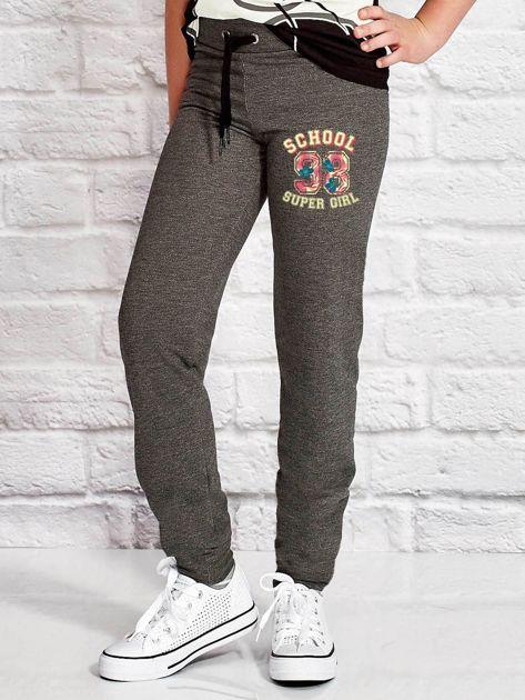 Ciemnoszare spodnie dresowe dla dziewczynki SUPER GIRL                              zdj.                              1