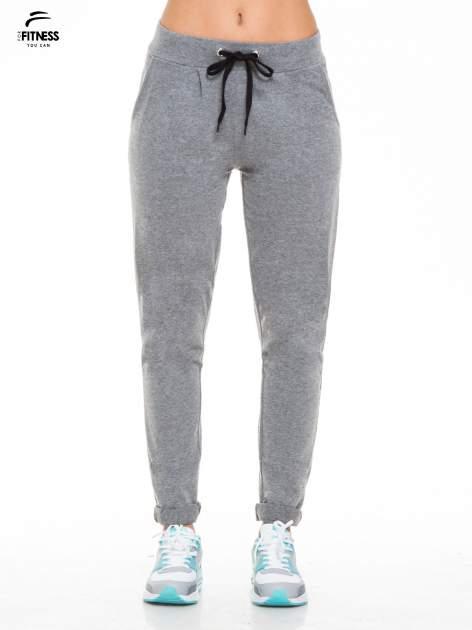 Ciemnoszare spodnie dresowe wiązane w pasie