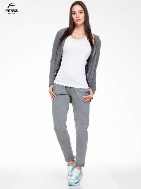 Ciemnoszare spodnie dresowe wiązane w pasie                                  zdj.                                  4