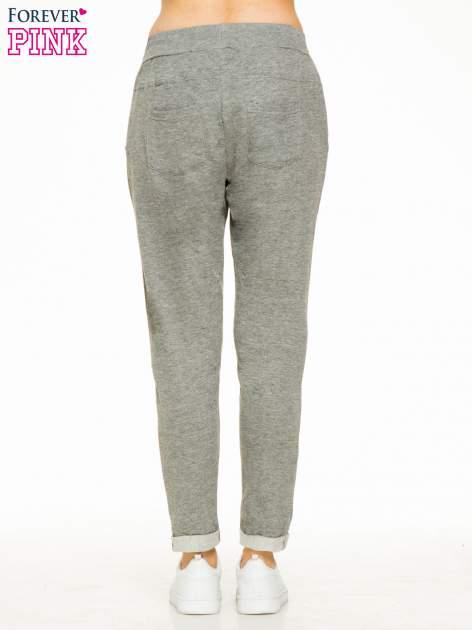 Ciemnoszare spodnie dresowe z wywijanymi nogawkami                                  zdj.                                  4