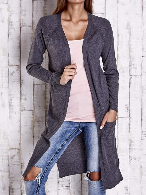Ciemnoszary długi sweter z ażurowym zdobieniem szwów