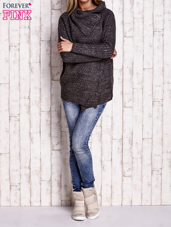 Ciemnoszary melanżowy sweter z szerokim kołnierzem                                  zdj.                                  2