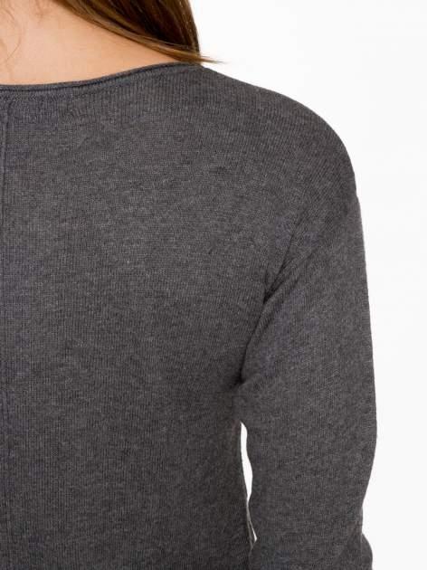 Ciemnoszary sweter z dłuższym tyłem i rozporkami po bokach                                  zdj.                                  9