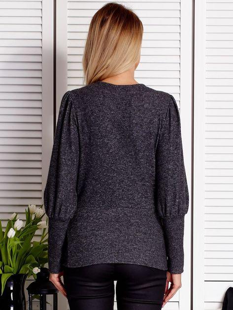 Ciemnoszary sweter z marszczeniami na rękawach                              zdj.                              2