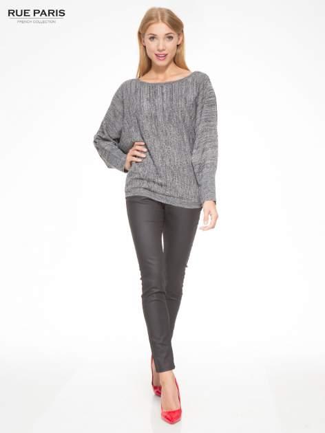 Ciemnoszary sweter z nietoperzowymi rękawami                                  zdj.                                  2