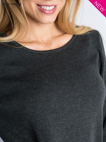 Ciemnoszary sweter z rozporkami i dłuższym tyłem                                  zdj.                                  3