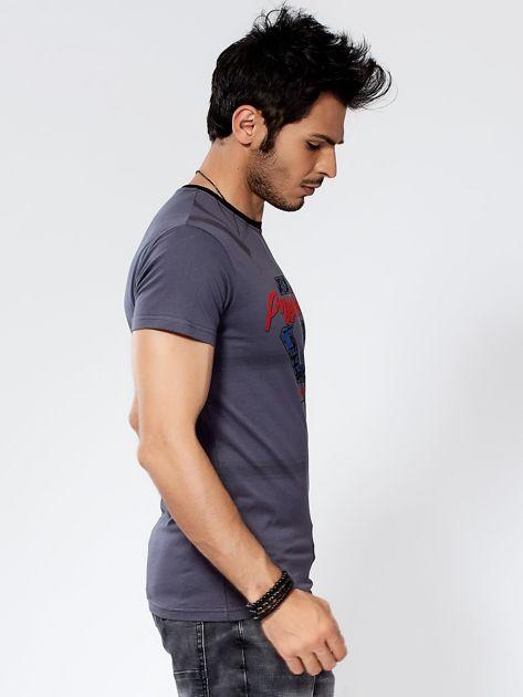 Ciemnoszary t-shirt męski z graficznym printem                              zdj.                              5
