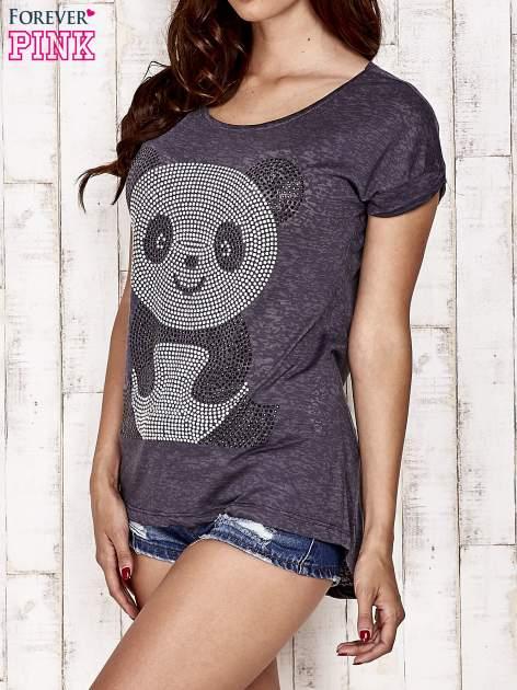 Ciemnoszary t-shirt z aplikacją pandy z dżetów                                  zdj.                                  3
