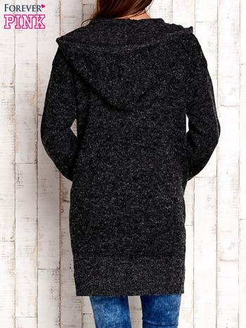 Ciemnoszary wełniany sweter z naszywkami i kapturem                                  zdj.                                  4